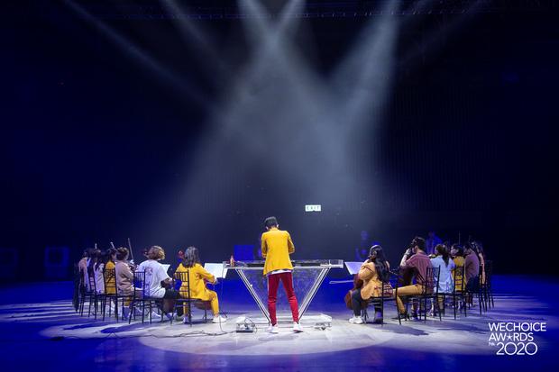 Trước giờ G Gala WeChoice Awards: Hoàng Thùy Linh và Dế Choắt cực tình tứ, Bích Phương cõng gấu siêu đáng yêu bên dàn rapper trai trẻ - Ảnh 5.