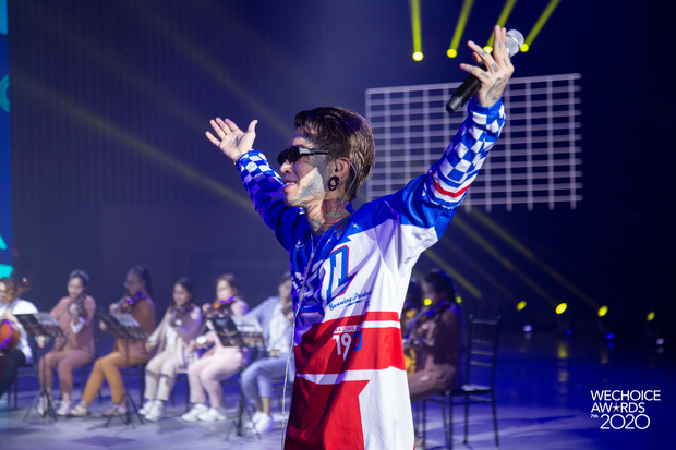 Trước giờ G Gala WeChoice Awards: Hoàng Thùy Linh và Dế Choắt cực tình tứ, Bích Phương cõng gấu siêu đáng yêu bên dàn rapper trai trẻ - Ảnh 7.