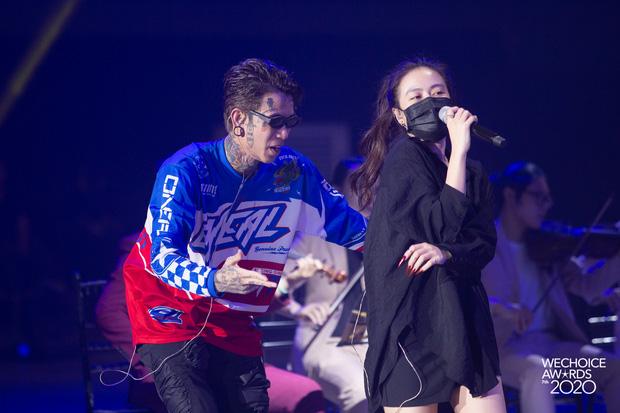 Trước giờ G Gala WeChoice Awards: Hoàng Thùy Linh và Dế Choắt cực tình tứ, Bích Phương cõng gấu siêu đáng yêu bên dàn rapper trai trẻ - Ảnh 10.