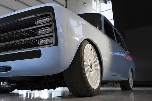 Dự án xe điện bí ẩn của Nga: Do hãng chế tạo AK-47 sản xuất, định vị là đối thủ của Tesla - Ảnh 2.