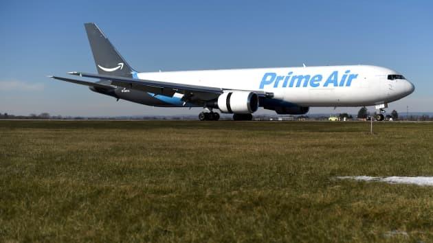 Tiền nhiều, Amazon sắm 11 máy bay Boeing chở khách để giao hàng - Ảnh 1.