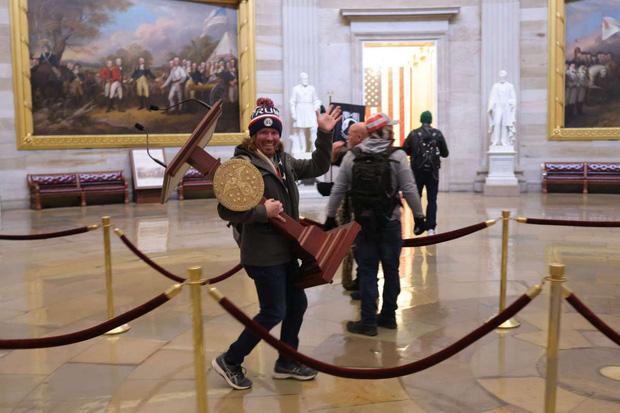 Hài hước: sau bạo động, bục phát biểu ở Điện Capitol được rao bán trên eBay với giá khủng, cộng đồng mạng đua nhau cà khịa - Ảnh 1.