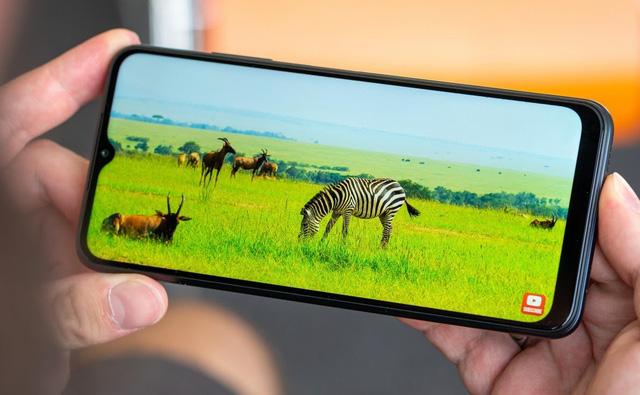 Top 10 smartphone bán chạy nhất tại Việt Nam trong tháng 9 - bất ngờ vì mẫu iPhone 3 năm tuổi của Apple vẫn on top - Ảnh 3.