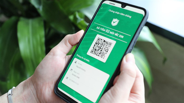 Cẩn trọng việc khoe thẻ xanh Covid trên mạng xã hội, tiềm ẩn 1001 rủi ro! - Ảnh 1.