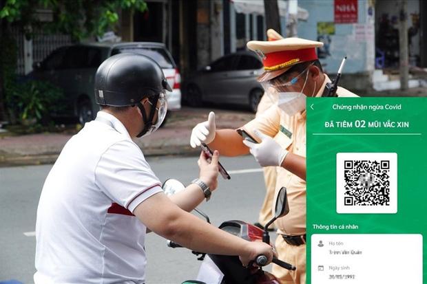 Cẩn trọng việc khoe thẻ xanh Covid trên mạng xã hội, tiềm ẩn 1001 rủi ro! - Ảnh 2.