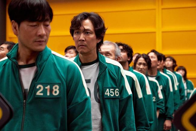 Xứng danh công xưởng thế giới, thương nhân Trung Quốc đang kiếm bộn từ Squid Game dù phim không được chiếu tại đây - Ảnh 1.