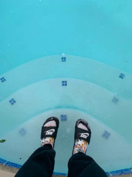 Loạt ảnh siêu thực về giá rét tại Texas: Bể cá hóa đá, tuyết rơi dày làm sập trần nhà - Ảnh 19.