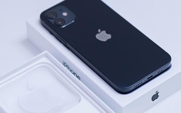 Sau 5 năm, Apple cuối cùng đã giành lại được vị trí 'vua di động' từ tay Samsung - Ảnh 1.