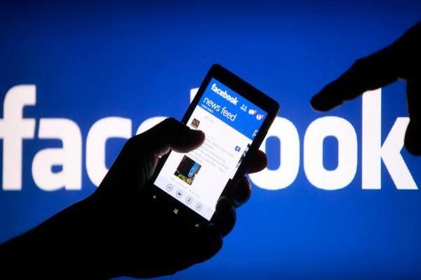 Mark Zuckerberg nhượng bộ, nhưng rắc rối của Facebook chỉ mới bắt đầu - Ảnh 1.