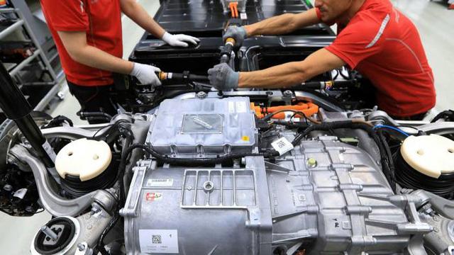 Đây là cách những con chip làm chao đảo ngành công nghiệp ô tô toàn cầu - Ảnh 2.