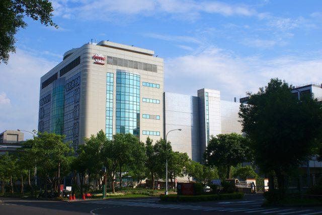 Đài Loan hạn hán nặng, TSMC đang phải thuê xe tải chở nước tới từng nhà máy - Ảnh 2.