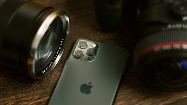 Vì sao iPhone bỗng dưng xuất hiện hai chấm màu xanh, cam? - Ảnh 4.