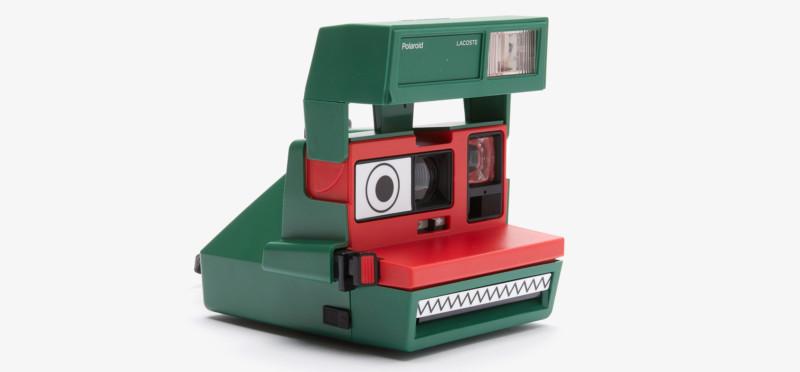 Polaroid hợp tác cùng Lacoste ra mắt bộ sưu tập quần áo và máy ảnh cực độc đáo - Ảnh 2.