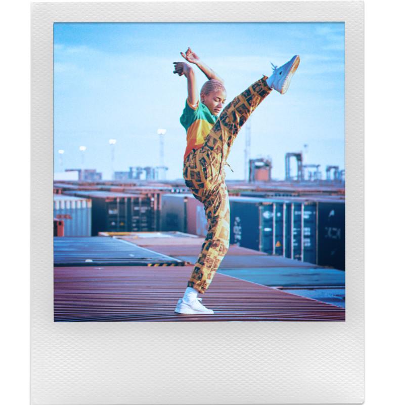 Polaroid hợp tác cùng Lacoste ra mắt bộ sưu tập quần áo và máy ảnh cực độc đáo - Ảnh 8.