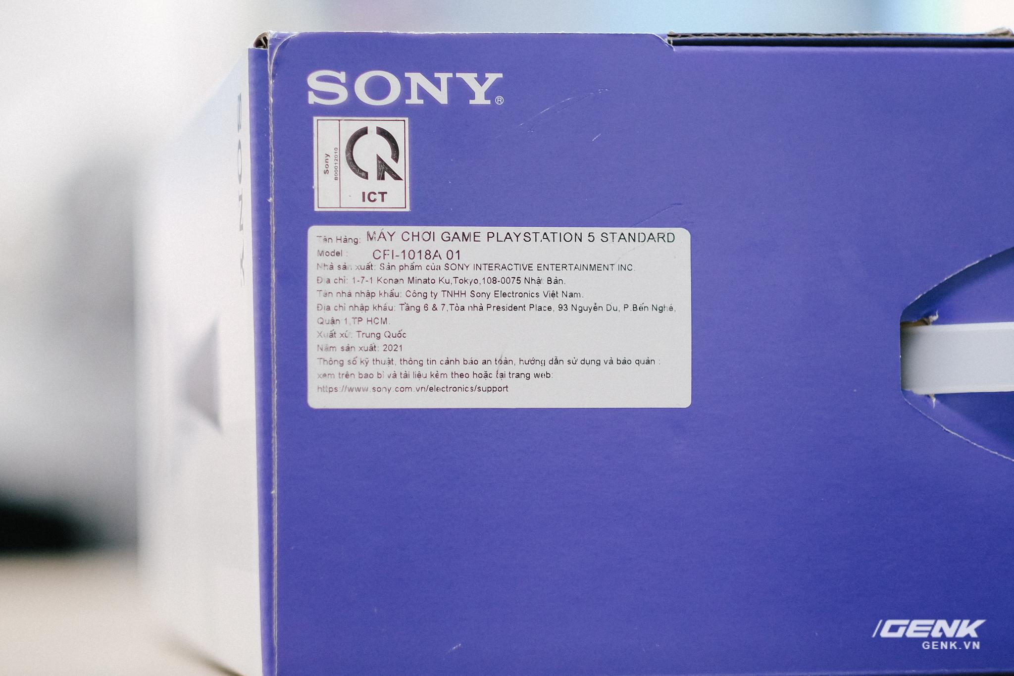 Mở hộp Playstation 5 chính hãng bán tại VN: Cấu hình mạnh, tay cầm xịn, mỗi tội phải mua bia kèm lạc - Ảnh 1.