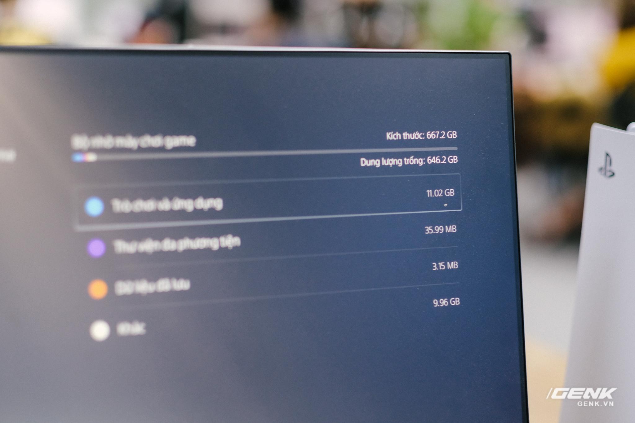Mở hộp Playstation 5 chính hãng bán tại VN: Cấu hình mạnh, tay cầm xịn, mỗi tội phải mua bia kèm lạc - Ảnh 9.