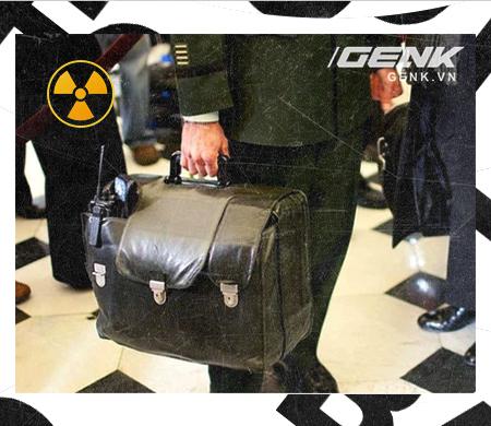 Giải mã bí ẩn về quả bóng hạt nhân - Chiếc cặp theo chân các Tổng thống Mỹ đến bất cứ nơi đâu - Ảnh 7.