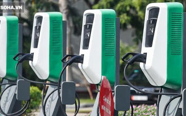 Cận cảnh những trạm sạc nhanh đầu tiên cho ô tô điện VinFast tại Hà Nội - Ảnh 1.