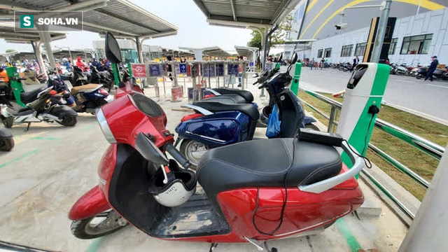 Cận cảnh những trạm sạc nhanh đầu tiên cho ô tô điện VinFast tại Hà Nội - Ảnh 7.