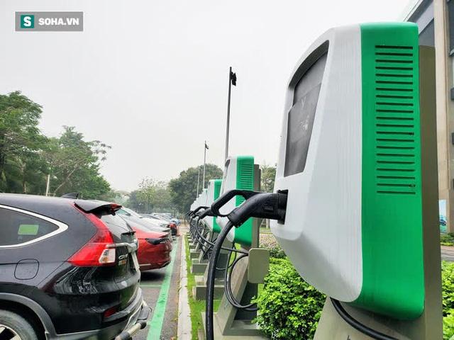 Cận cảnh những trạm sạc nhanh đầu tiên cho ô tô điện VinFast tại Hà Nội - Ảnh 4.