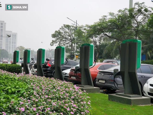 Cận cảnh những trạm sạc nhanh đầu tiên cho ô tô điện VinFast tại Hà Nội - Ảnh 5.