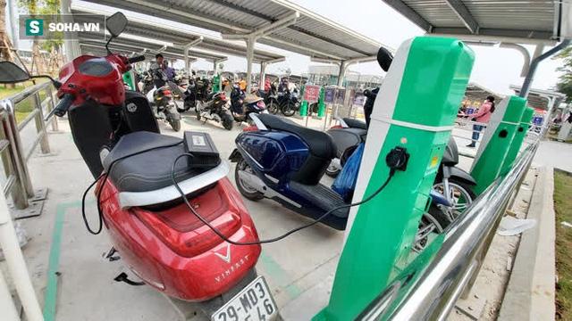 Cận cảnh những trạm sạc nhanh đầu tiên cho ô tô điện VinFast tại Hà Nội - Ảnh 8.