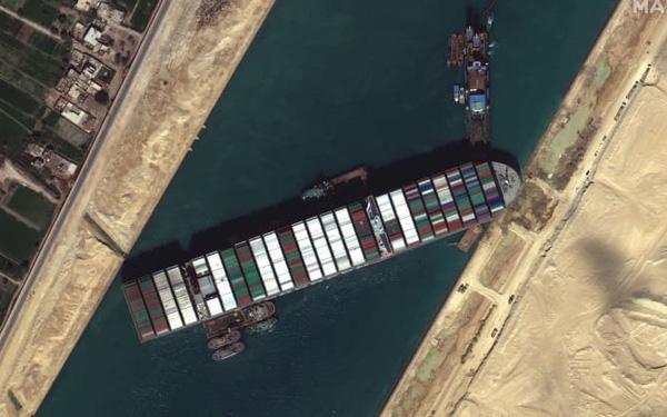 Gió bị oan, có yếu tố con người trong vụ tàu 220.000 tấn mắc kẹt tại kênh đào Suez? - Ảnh 1.