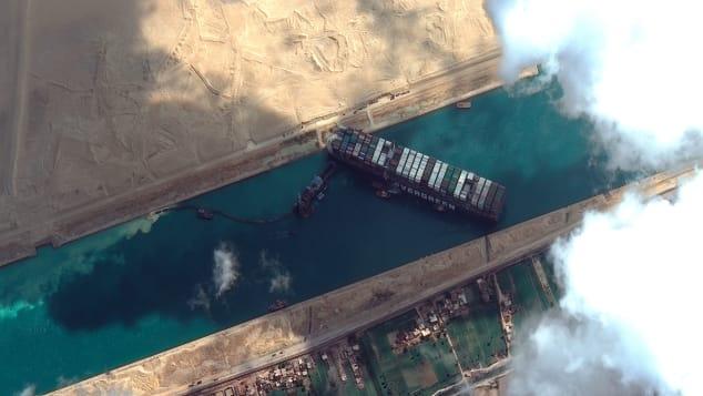 To như quả núi nhưng lại không có phanh, đây là cách những con tàu khổng lồ vượt kênh đào Suez suốt nhiều thập kỷ - Ảnh 3.