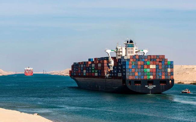To như quả núi nhưng lại không có phanh, đây là cách những con tàu khổng lồ vượt kênh đào Suez suốt nhiều thập kỷ - Ảnh 1.