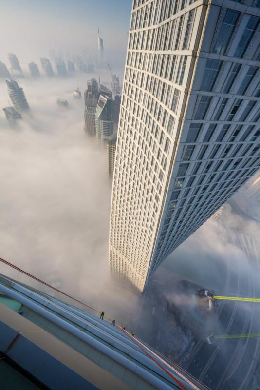 Đổ mồ hôi hột với những bức ảnh về công việc lau cửa kính tại các tòa nhà chọc trời tại Dubai - Ảnh 4.