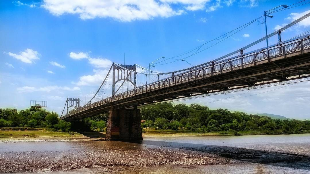 Đen như cầu Choluteca: vừa xây xong thì gặp bão, chẳng hư hại gì nhưng sông lại đột ngột đổi hướng khiến cầu trở nên vô dụng - Ảnh 1.