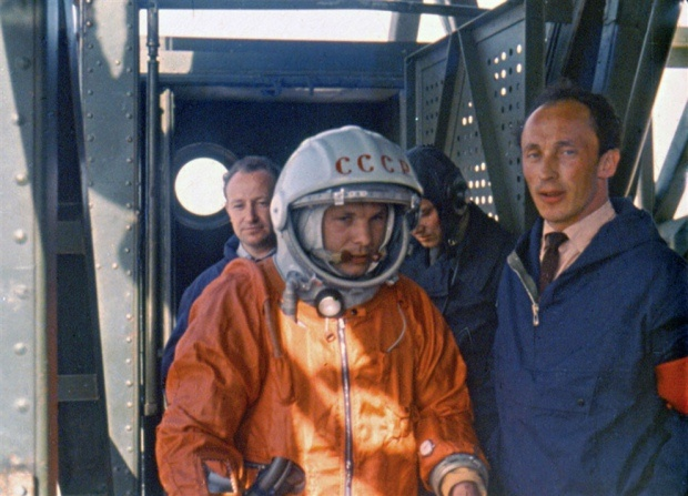 Chuyện chưa kể về bộ đồ du hành vũ trụ đầu tiên của nhân loại - Ảnh 1.