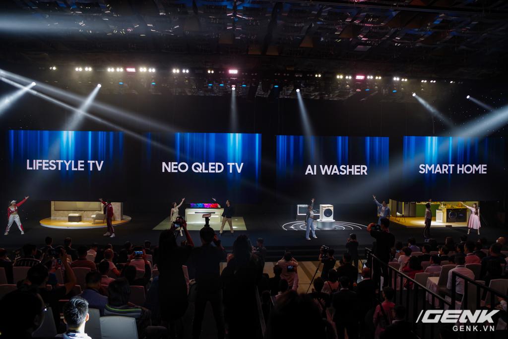 Samsung Việt Nam ra mắt loạt sản phẩm công nghệ cao cấp, trong đó có cả TV MICRO LED giá lên đến 3,5 tỉ đồng - Ảnh 1.