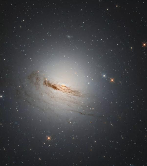 Bức hình đầy ám ảnh của một thiên hà đang hấp hối - Ảnh 1.