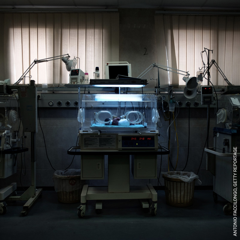 Cái ôm thời dịch COVID-19 trở thành tác phẩm đạt Giải ảnh báo chí của năm 2021 - Ảnh 8.