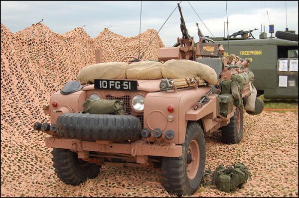 Tại sao lại có xe tăng, tàu chiến, thậm chí cả quân phục mang màu hồng? - Ảnh 13.