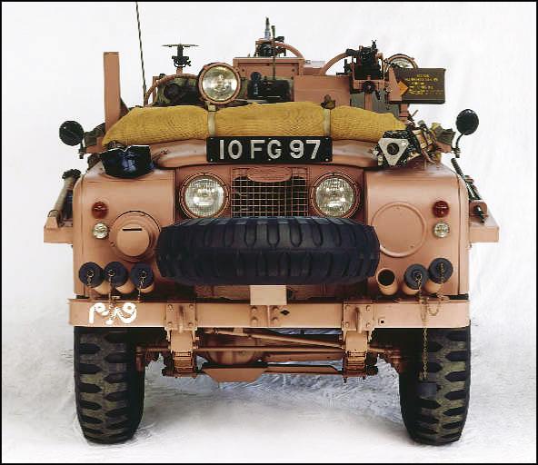 Tại sao lại có xe tăng, tàu chiến, thậm chí cả quân phục mang màu hồng? - Ảnh 8.
