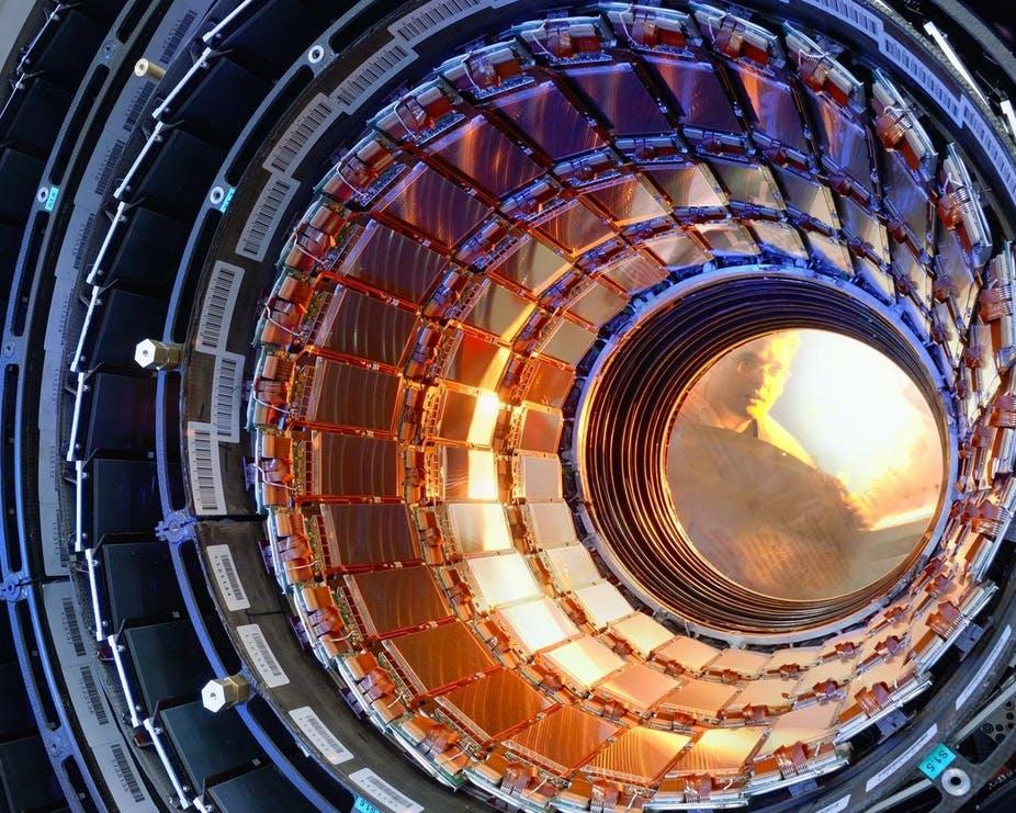 Thử nghiệm với hạt cơ bản muon cho thấy: hoặc ta tìm ra hạt mới, hoặc tìm ra lực cơ bản mới, đều sẽ khiến sách Vật lý trở nên lỗi thời - Ảnh 3.