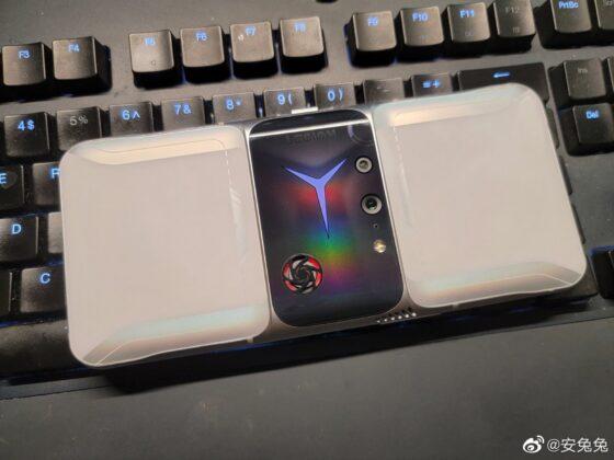 Smartphone chơi game Lenovo Legion 2 Pro lộ ảnh thực tế: Thiết kế khác biệt, quạt tản nhiệt lộ thiên, camera selfie ở cạnh bên - Ảnh 3.