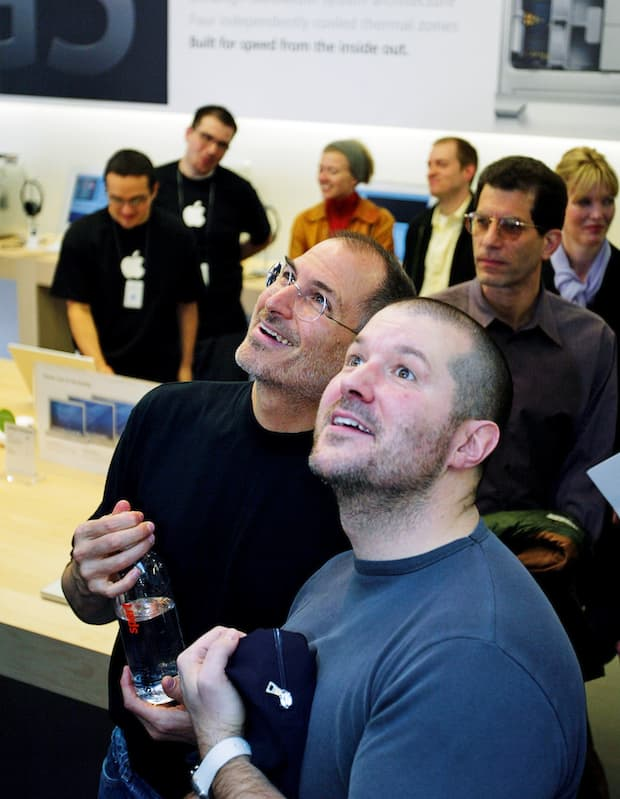 Cựu nhân viên Apple hé lộ sở thích kỳ lạ của Steve Jobs: Tắt iPhone và trốn đi chơi đồ hàng cùng Jony Ive - Ảnh 2.