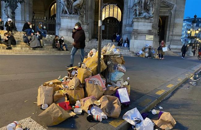 Những hình ảnh gây sốc cho thấy thành phố Paris hoa lệ ngập trong rác khiến cộng đồng mạng thất vọng tràn trề, chuyện gì đang xảy ra? - Ảnh 13.