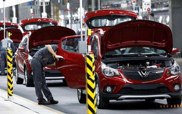 Vingroup thu hơn 4.800 tỷ đồng từ bán ô tô, xe máy, điện thoại trong 3 tháng đầu năm - Ảnh 1.