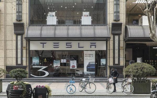 Sóng gió ở Trung Quốc bắt đầu tác động lên túi tiền của Tesla: Doanh số tháng 4 giảm mạnh! - Ảnh 1.