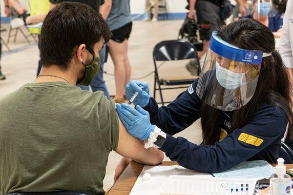 Dân Mỹ không chịu tiêm vắc xin, chính quyền phải dùng giải xổ số 5 triệu USD để dụ dỗ - Ảnh 1.