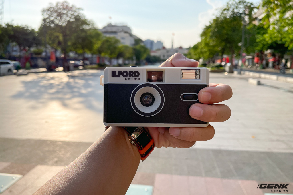 Trải nghiệm nhanh máy ảnh nhựa ILFORD Sprite 35-II: Tìm về thú chơi phim lomo với 990.000 đồng - Ảnh 15.