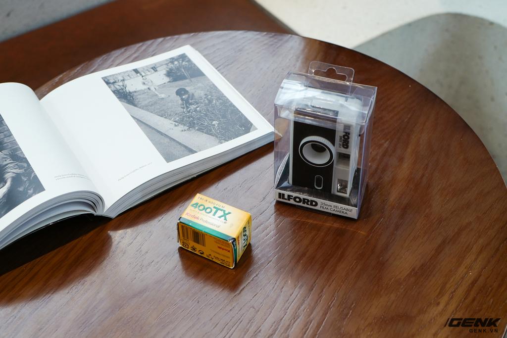 Trải nghiệm nhanh máy ảnh nhựa ILFORD Sprite 35-II: Tìm về thú chơi phim lomo với 990.000 đồng - Ảnh 2.
