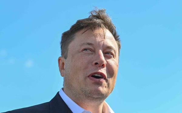 Bài học cảnh báo Elon Musk: Triệu phú John McAfee từng bị bắt vì tội bơm thổi, làm giá thị trường tiền số - Ảnh 1.