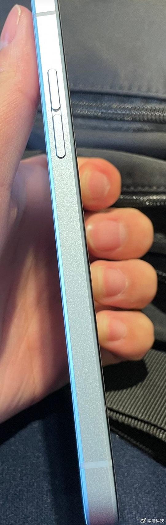 OPPO Reno6 lộ ảnh thực tế với khung viền vuông như iPhone 12 - Ảnh 2.