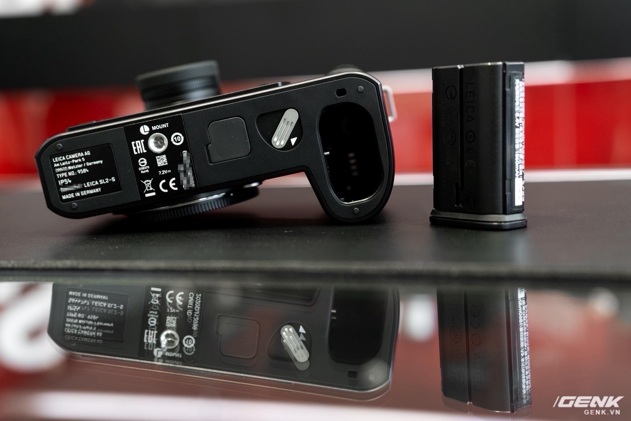Đập hộp Leica SL2-S Kit: Cảm biến Full-frame 24.6MP, quay phim 4K 10-bit, giá tiết kiệm được 27 triệu so với mua rời - Ảnh 10.