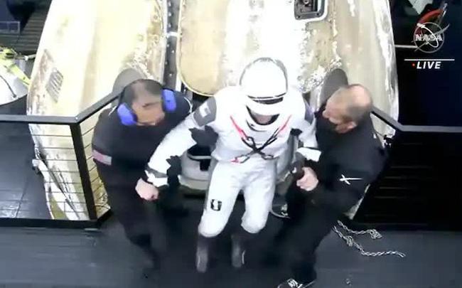 4 phi hành gia trở về trái đất bằng tàu của SpaceX sau sứ mệnh lịch sử - Ảnh 1.
